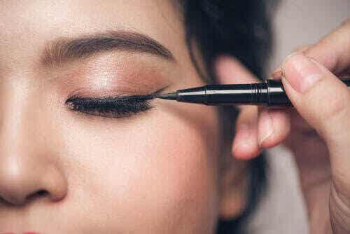 5 make-up fouten die mensen met kleine ogen vaak maken