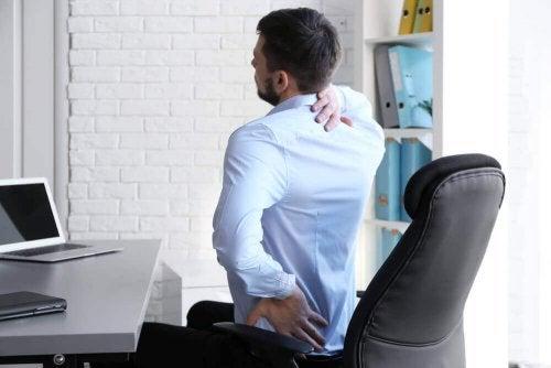 Een slechte houding kan pijnlijke schouders opleveren