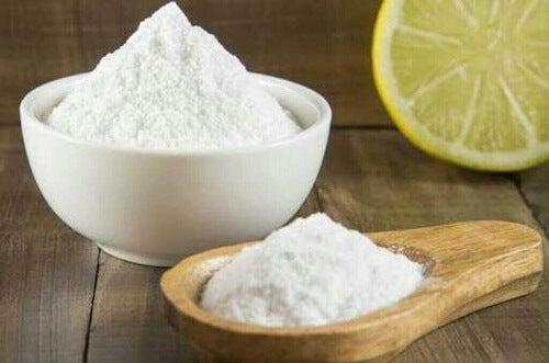 Het fornuis ontvetten met zuiveringszout