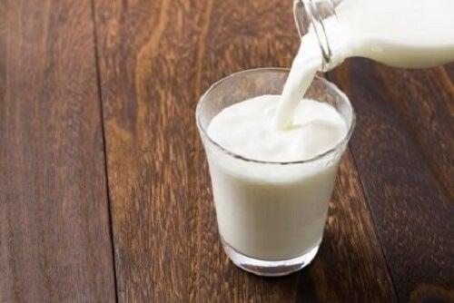 Met koude melk donkere kringen verminderen