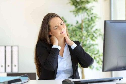 Spierspanning veroorzaakt pijn in de schouderbladen