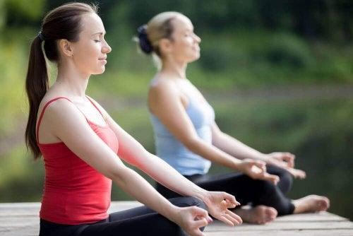 Stress en vermoeidheid te lijf gaan met yoga