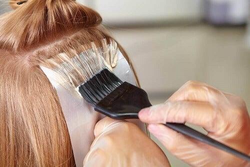 Veel haarkleuringen beschadigen het haar