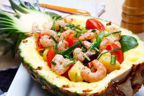 Ananas- en garnalensalade