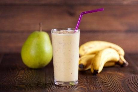 glas met bananen smoothie