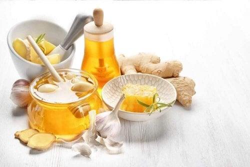 Honing, gember en knoflook om cholesterol te verlagen