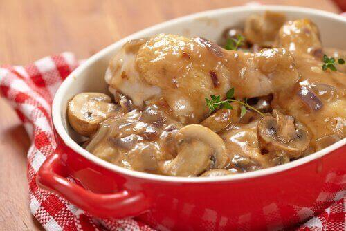 Een hartig recept voor aardappelen met champignonsaus