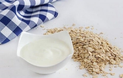 Een middel met yoghurt en havermout