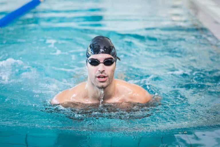 Hoe je in een zwembad kan leren zwemmen