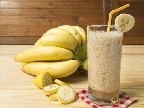 glas smoothie met banaan