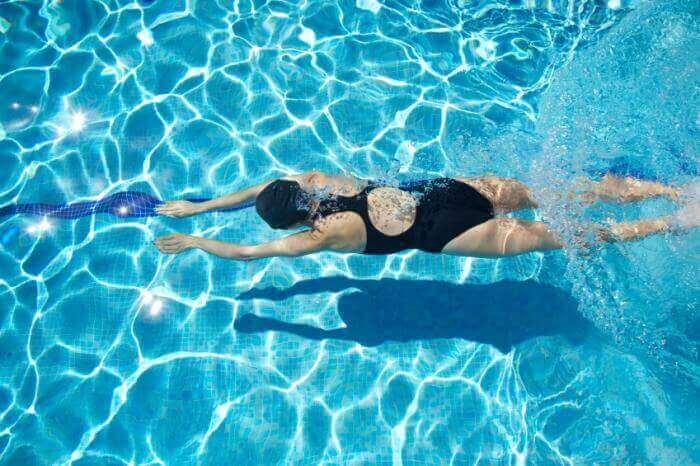 Onder het water zwemmen