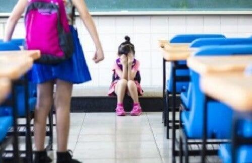 Pesten bij kinderen, wie is betrokken