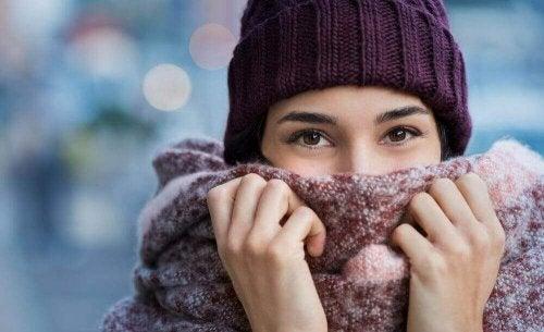 Waarom vrouwen het sneller koud hebben dan mannen