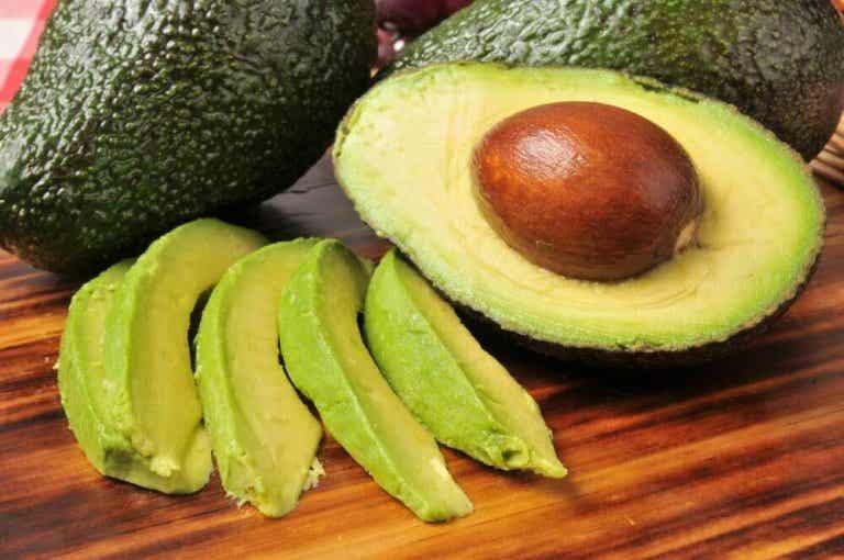 Inwendige en uitwendige avocado-remedies