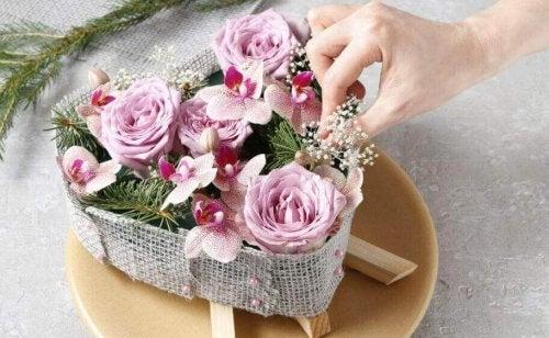 5 manieren om bloemen te maken met decoratieve materialen