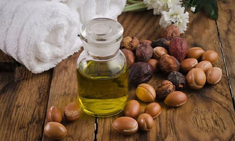 olie in een flesje om pluis te voorkomen
