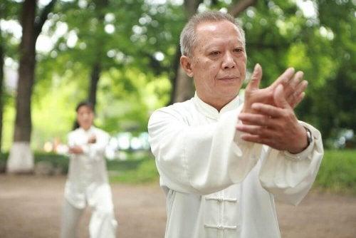 Hoe kan tai chi je gezondheid verbeteren?