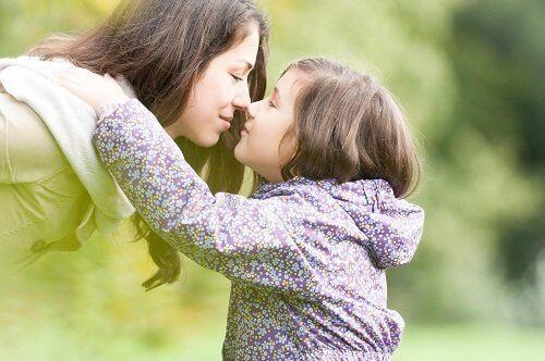 moeder en dochter doen neusje neusje