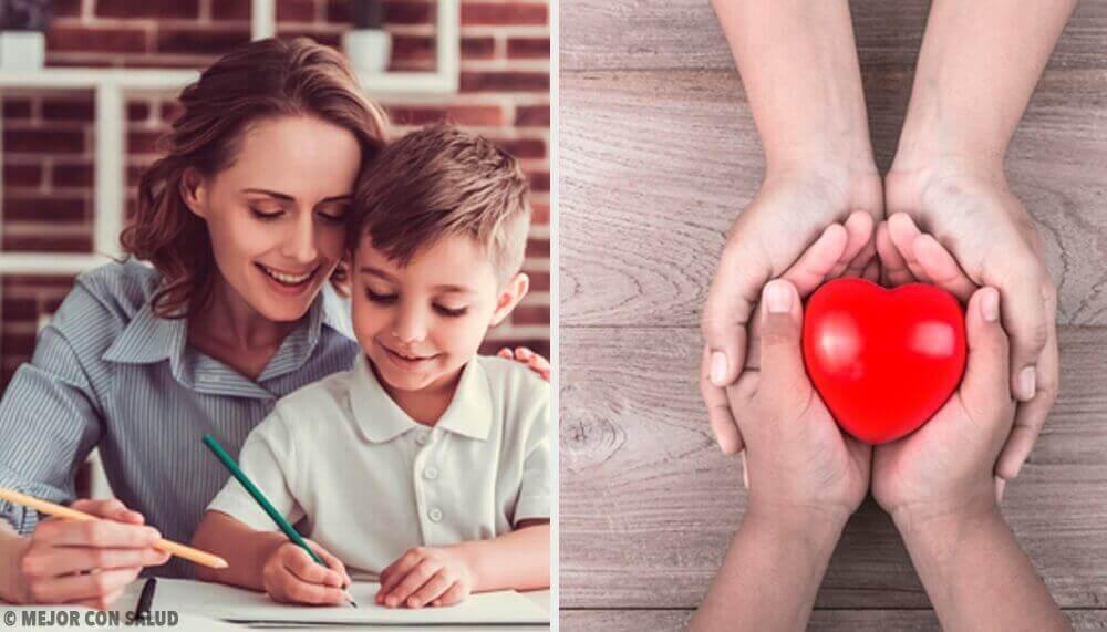 moeder en zoon oefenen hun emoties te beheersen