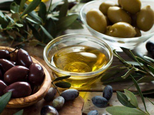 schaaltje met olijfolie