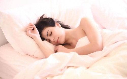 Beter slapen is een van de voordelen van lichaamsbeweging