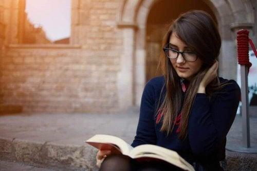 4 voordelen van lezen die de algehele gezondheid van je lichaam verbeteren