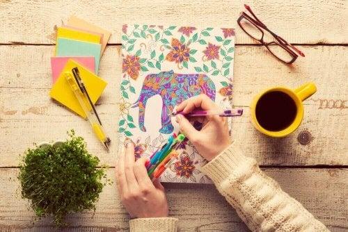gezonde activiteiten die je leven kunnen verbeteren zoals kleuren