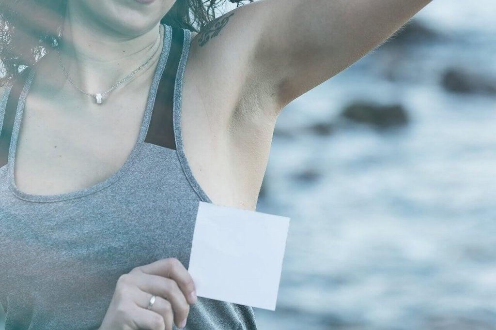 5 tips voor het verwijderen van deodorantvlekken