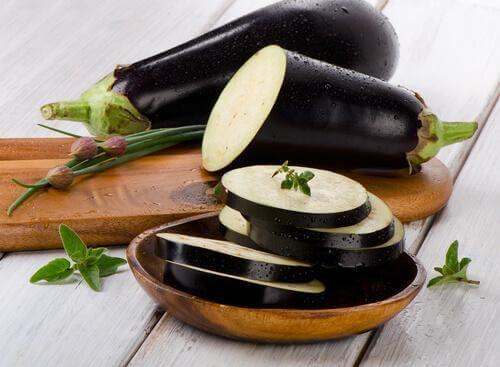 Gehaktballen van aubergine en spinazie