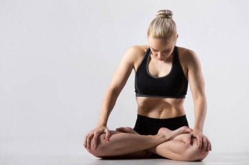 Buikademhaling bij yoga