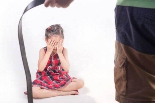 De gevolgen van het fysiek straffen van een kind