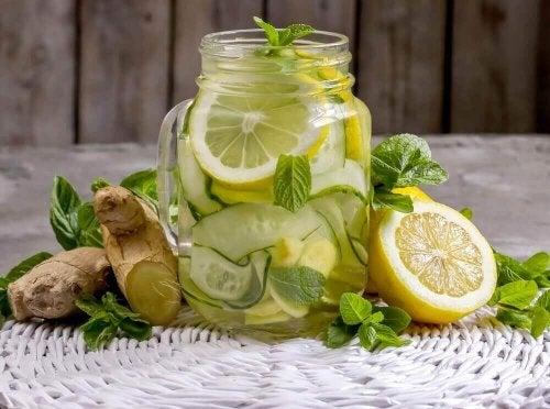 Een reinigende limonade van gember en appel