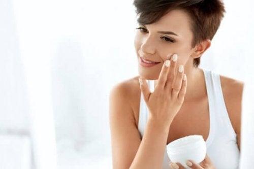 Kun je zonnebrandcrème als moisturizer gebruiken?