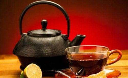 Antioxiderende zwarte thee met citroen