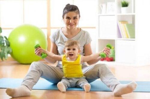 Hoe help je je baby te leren zitten?