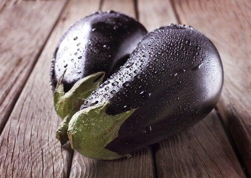 aubergine met groenten en vinaigrette