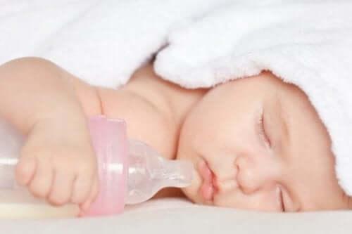 Is het gebruik van spenen en flesjes slecht voor baby's?