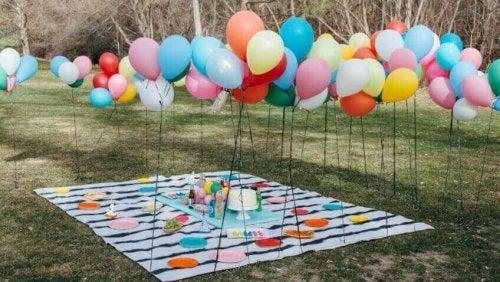 baby showen met ballonnen