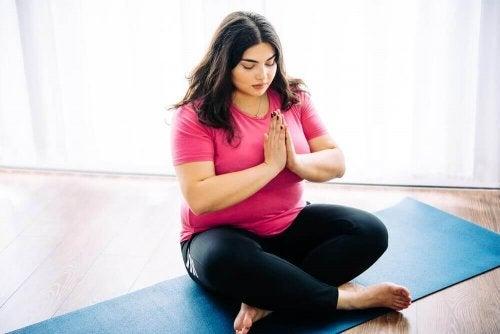 De voordelen van yoga bij overgewicht