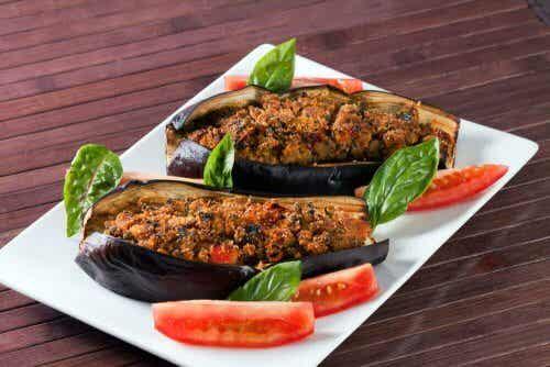 Gevulde aubergine met groenten en vinaigrette