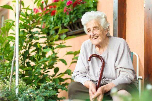 Help een bejaarde om te gaan met een ziekte