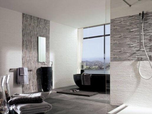 Badkamer met getextureerde wanden