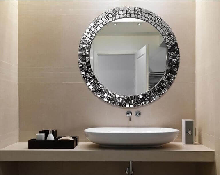 Spiegel met mozaïek eromheen
