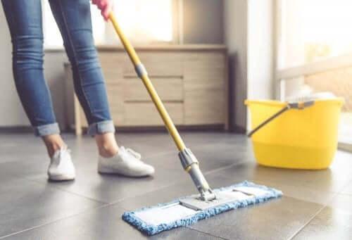 Zeven tips om tegels en tegelvloeren te reinigen