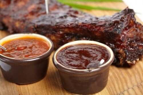 Barbecuesauzen voor bij het vlees: drie recepten