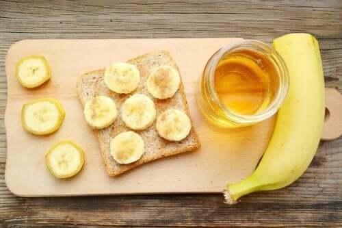 Een recept voor bananenbrood met honing en kaneel