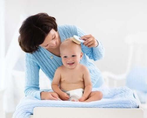 Vijf tips om het haar van je baby te verzorgen