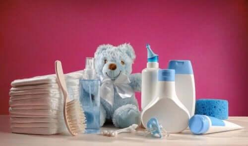 Een verzameling babyproducten