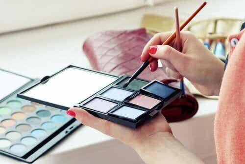 7 giftige ingrediënten om te vermijden in cosmetica