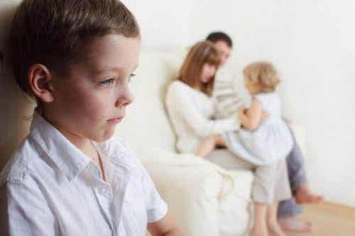 Hoe ga je om met jaloezie tussen broers en zussen?